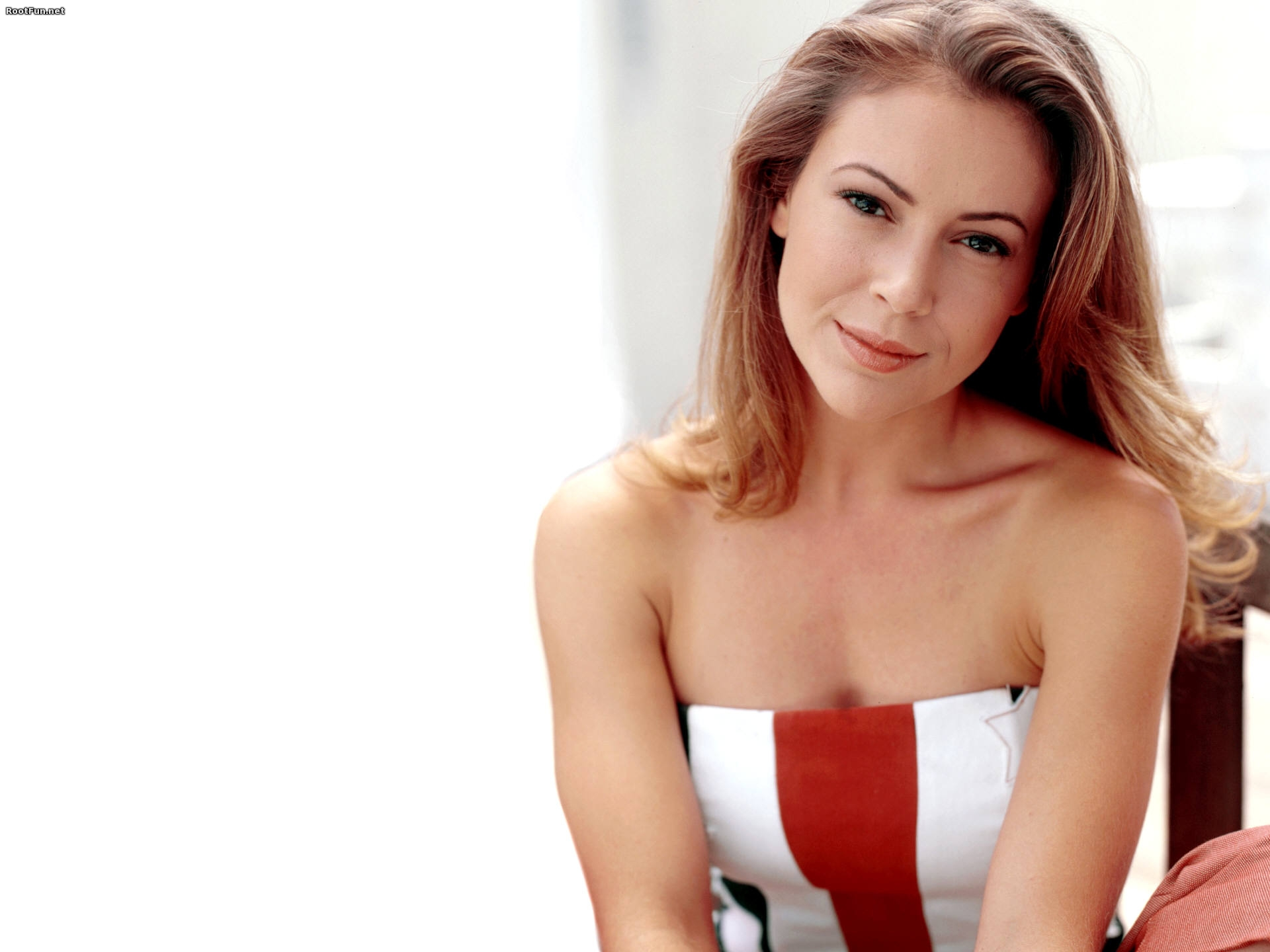 Alyssa Milano Wallpapers Pictures Images