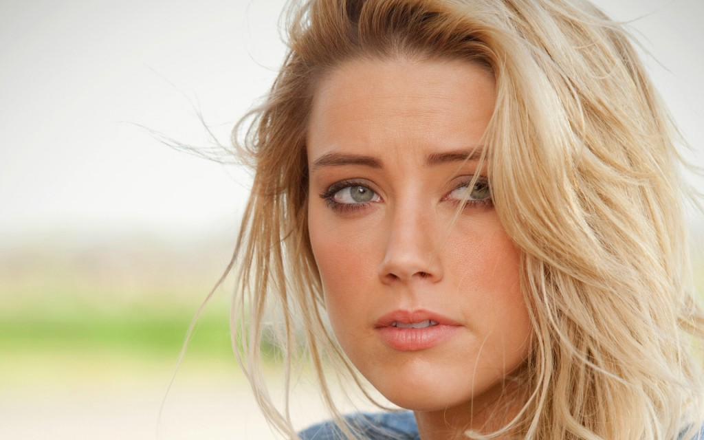 Amber Heard Wallpaper