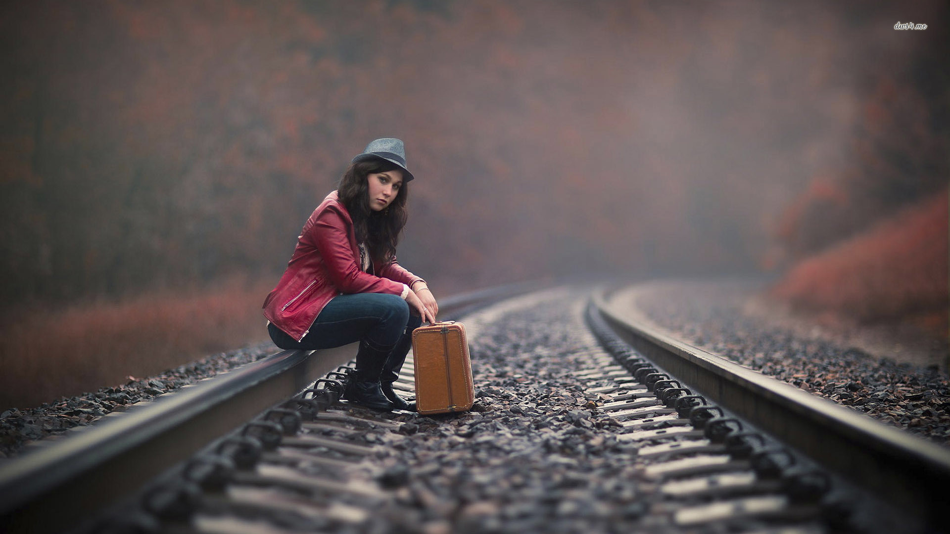 Wallpaper Girl Waiting Love : Railroad Wallpapers, Pictures, Images