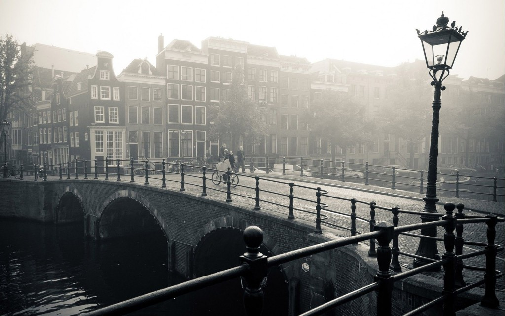 foggy-bridge-in-amsterdam-world-hd-wallpaper-1920x1200-7139