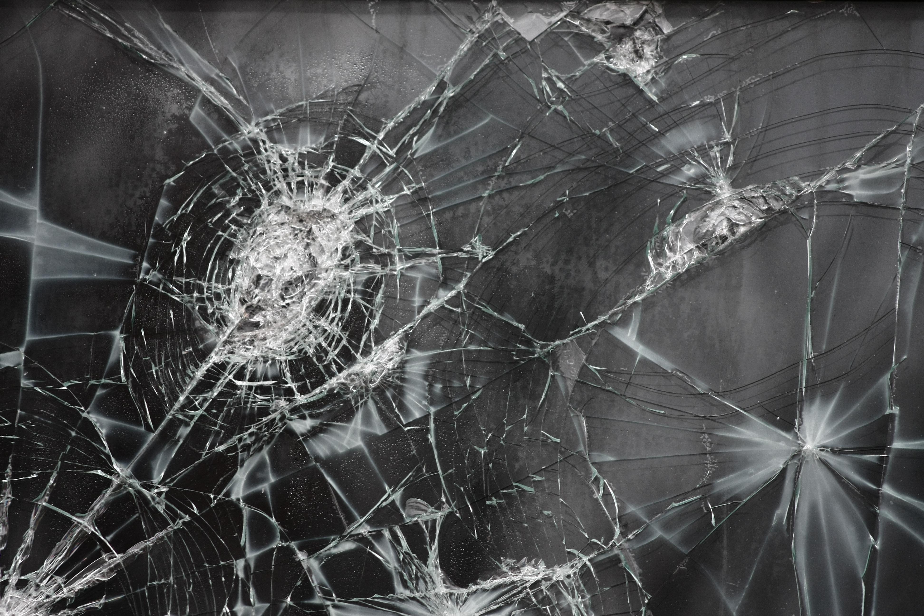Broken screen wallpapers pictures images - Mobile screen crack wallpaper ...