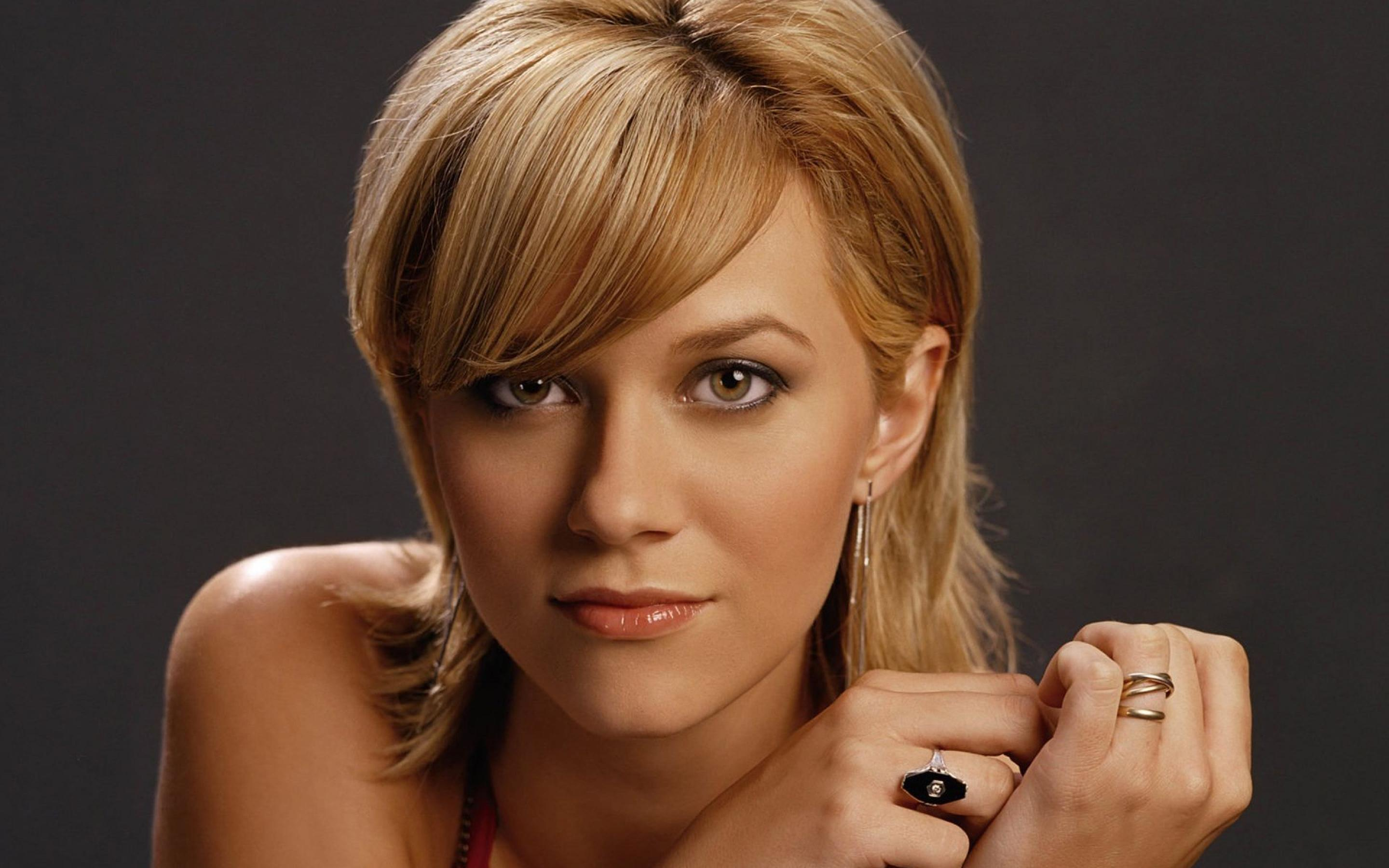 Hilarie burton wallpapers pictures images - Celeb wallpapers ...