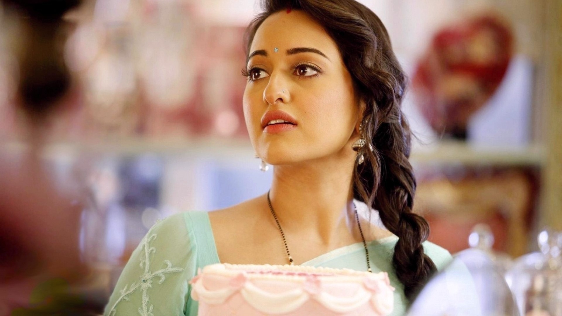 Sonakshi Sinha Hd Wallpapers: Sonakshi Sinha Wallpapers, Pictures, Images