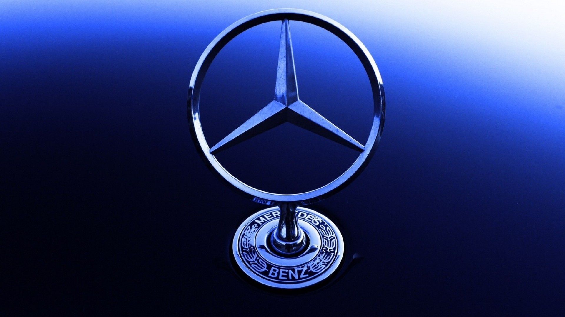 Mercedes benz logo wallpapers pictures images for Mercedes benz insignia