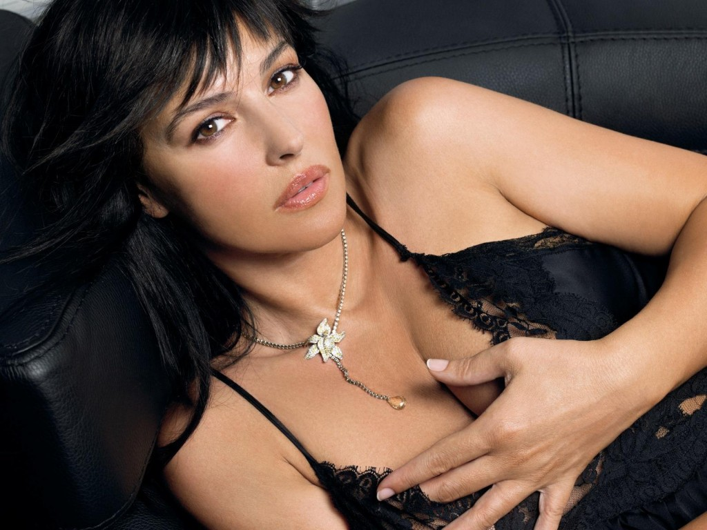 Monica Bellucci Wallpaper 1600x1200