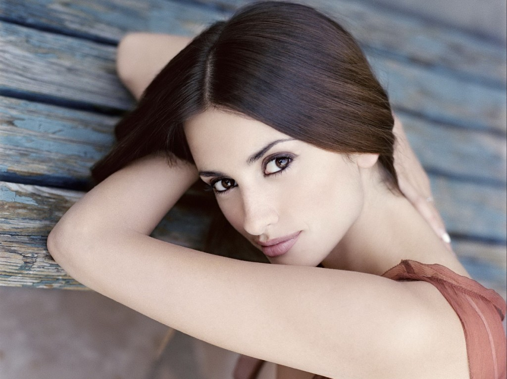 Penelope Cruz Wallpaper 2444x1831