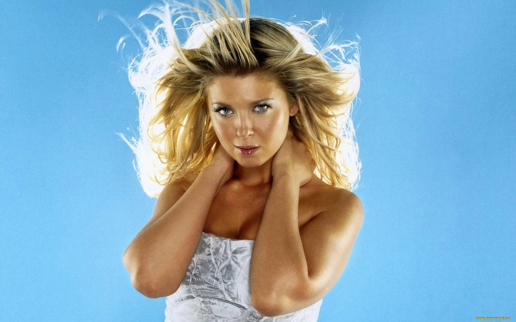 Tara Reid Widescreen Wallpaper 1920x1200