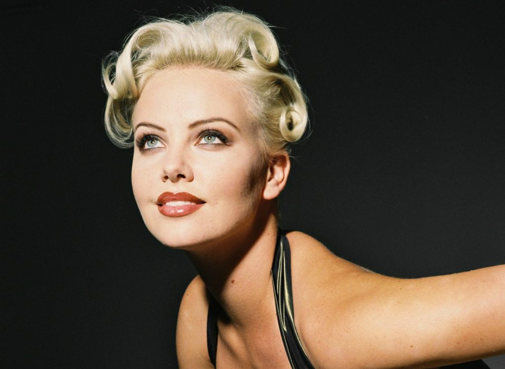 Charlize Theron Wallpaper 1970x1440