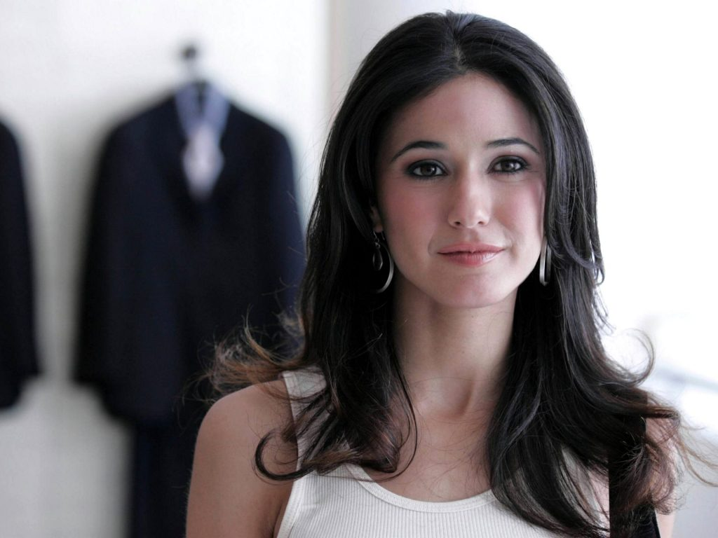 Emmanuelle Chriqui Wallpaper 1920x1440