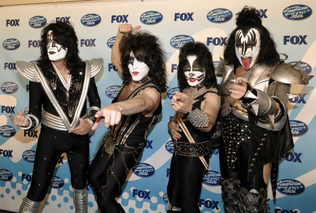 Kiss Wallpaper 1920x1295