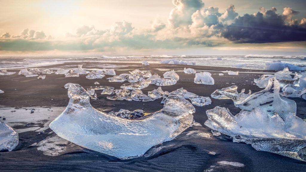 Iceberg 4K UHD Wallpaper