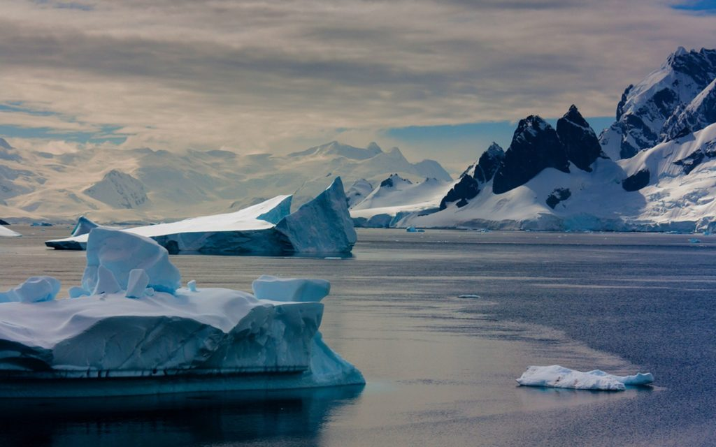 Iceberg Widescreen Wallpaper