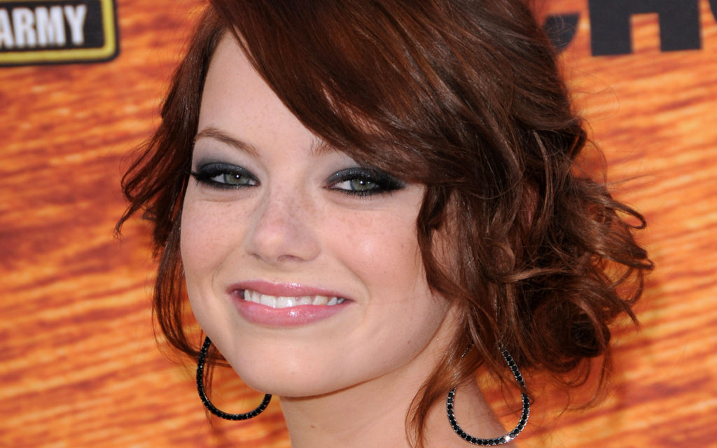 Emma Stone Widescreen Background