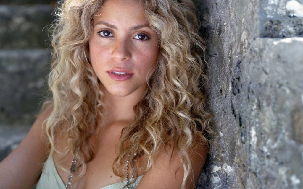Shakira Widescreen Background