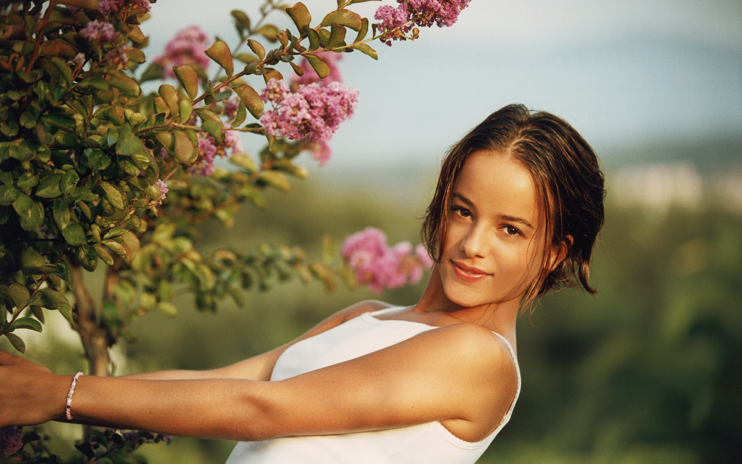 alizee wallpaper 27 - photo #19