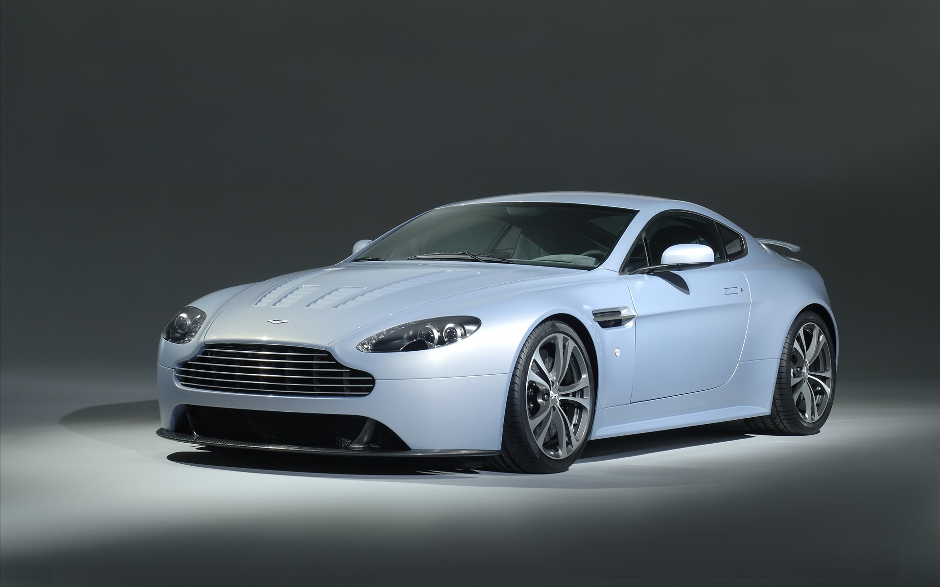 Aston Martin V12 Vantage Wallpapers, Pictures, Images
