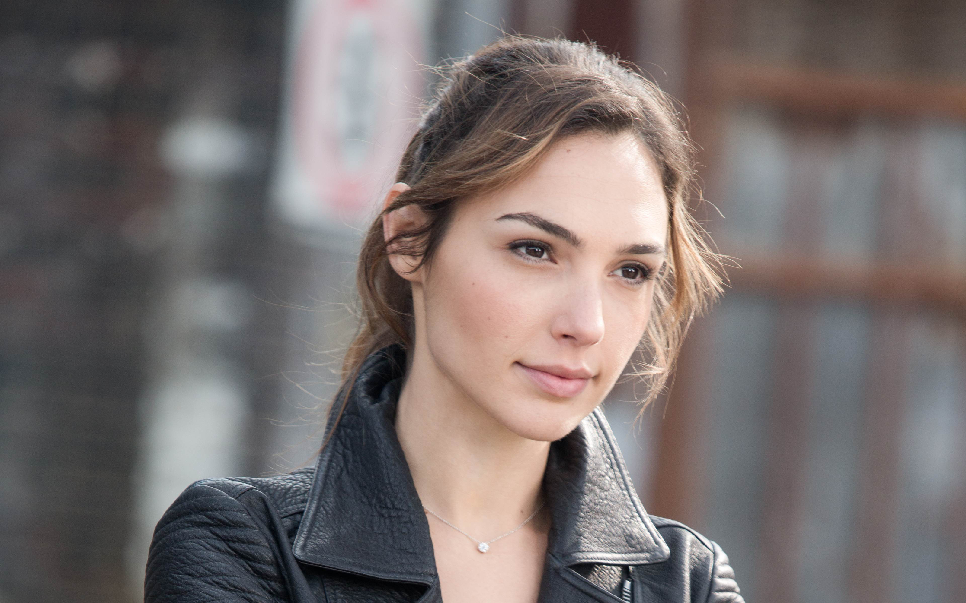 Gal gadot wallpapers pictures images gal gadot wallpaper voltagebd Images