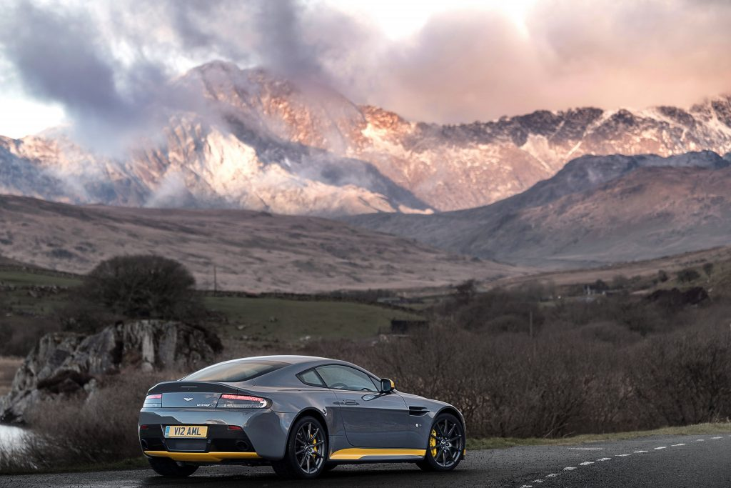 Aston Martin Wallpaper 4096x2730