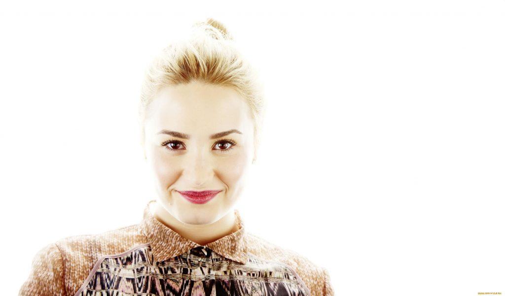 Demi Lovato Wallpaper