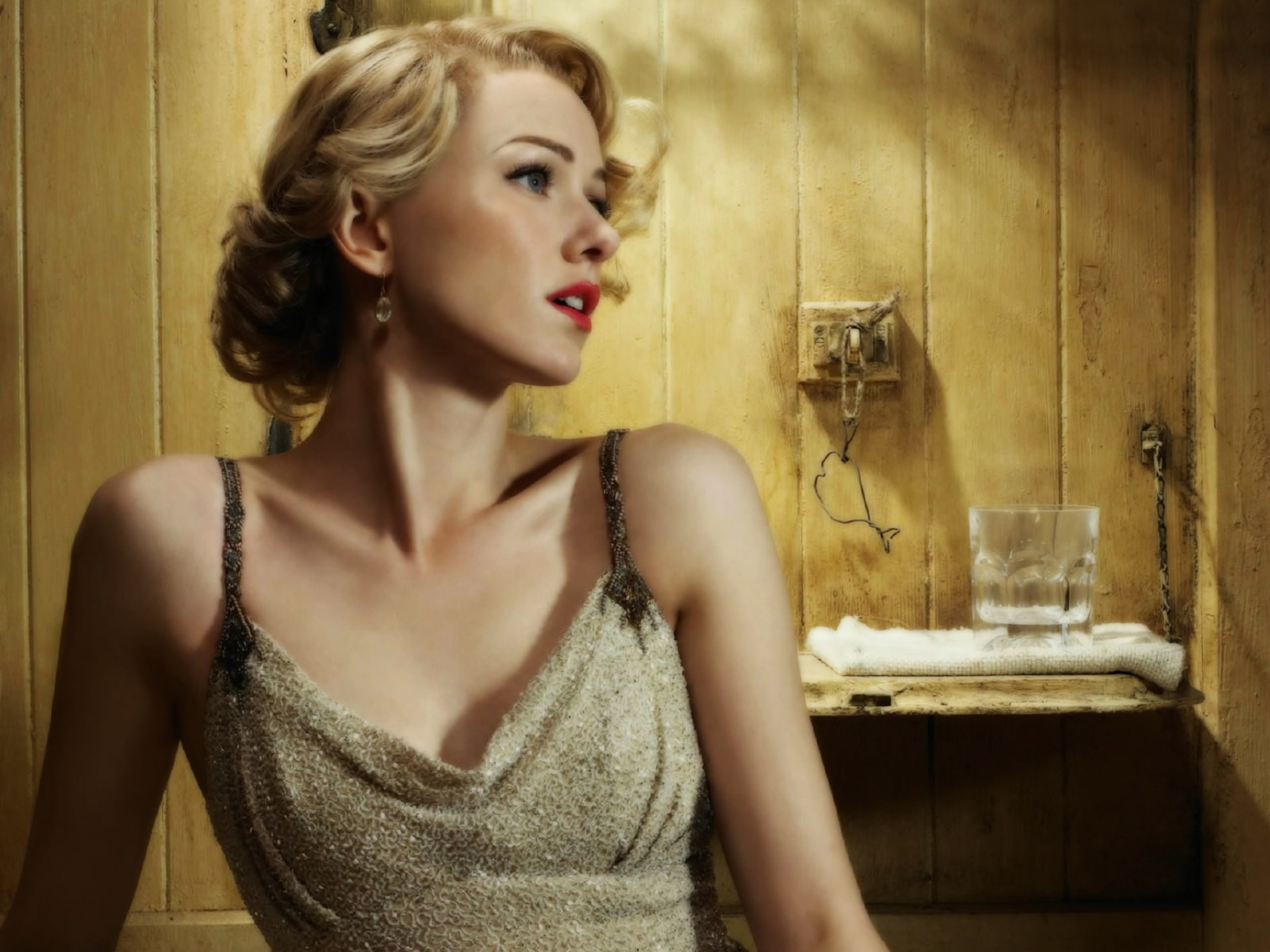 Naomi Watts Actress Mulholland Dr Naomi Ellen Watts was born on September 28 1968 in Shoreham England to Myfanwy Edwards Miv Roberts an antiques dealer