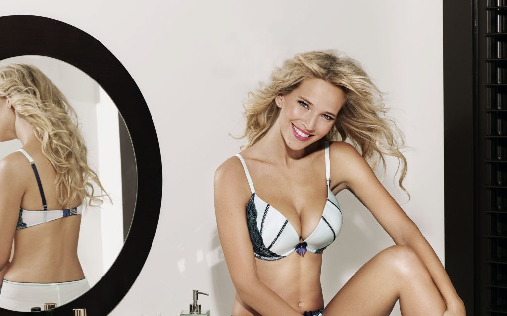 Luisana Lopilato Wallpaper