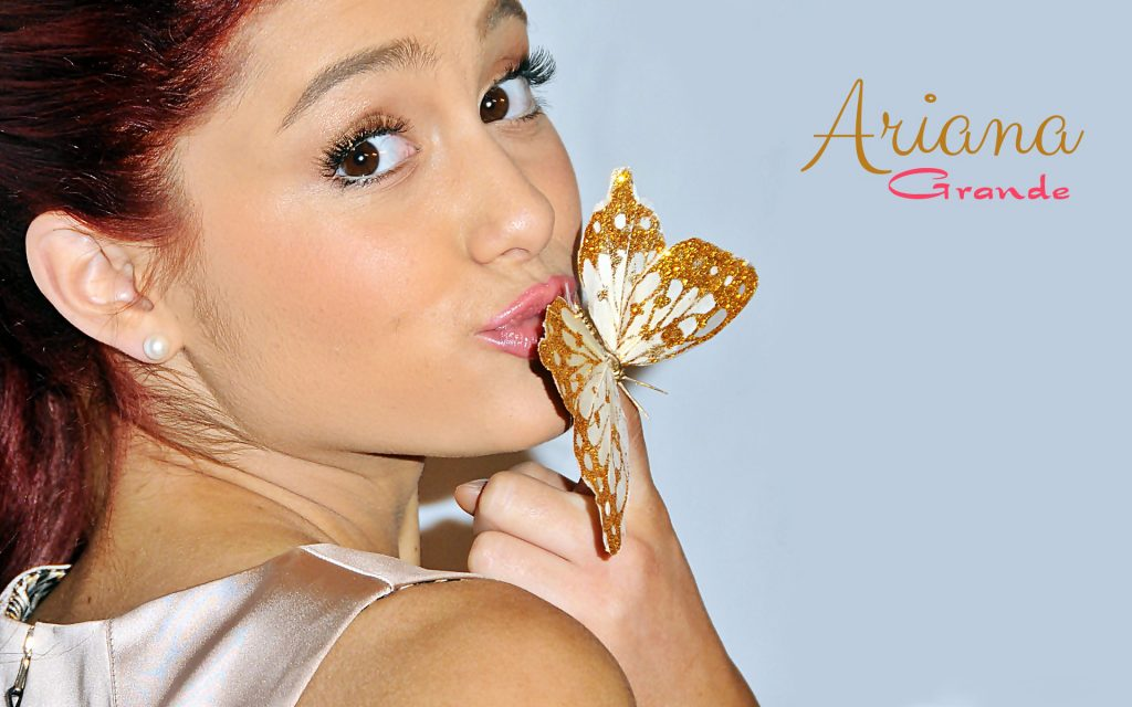 Ariana Grande Widescreen Background