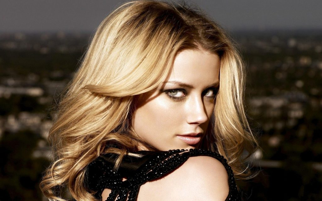 Amber Heard Widescreen Background