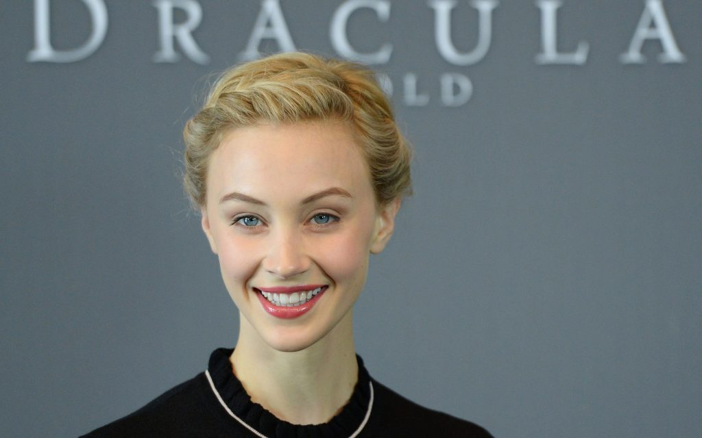 Sarah Gadon Widescreen Wallpaper