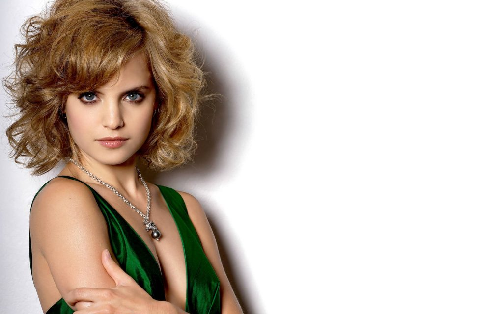 Mena Suvari Widescreen Wallpaper