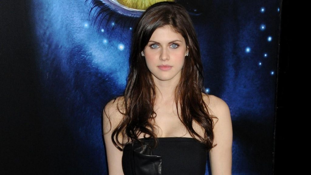 Alexandra Daddario Full HD Wallpaper