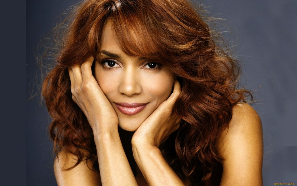 Halle Berry Widescreen Wallpaper