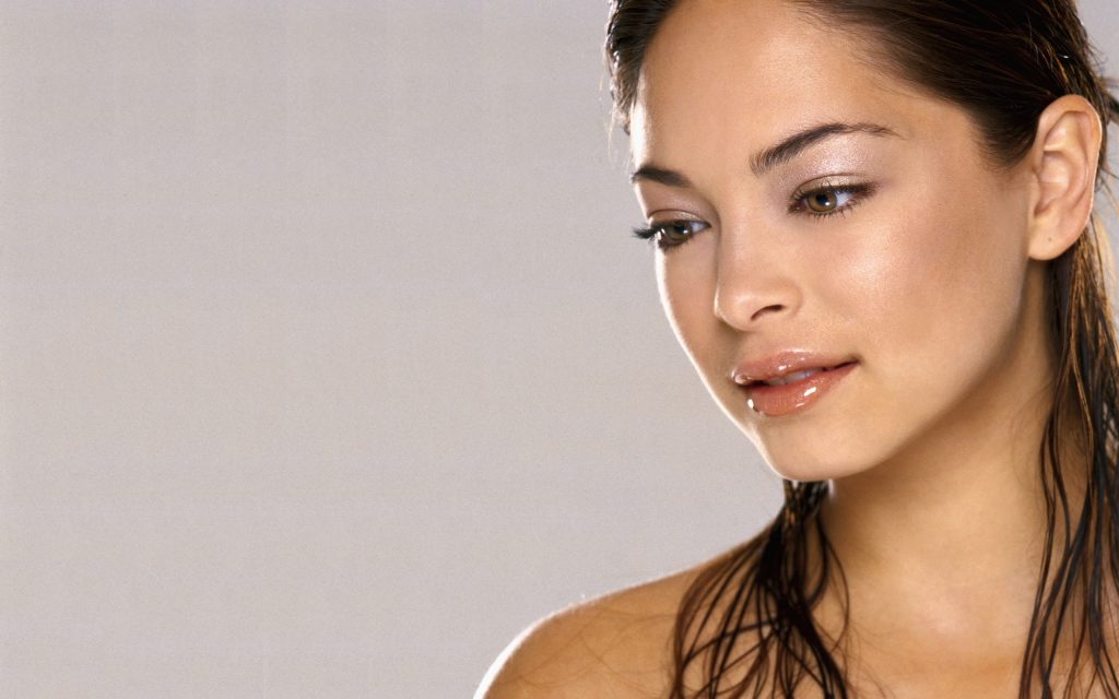 Kristin Kreuk Widescreen Background