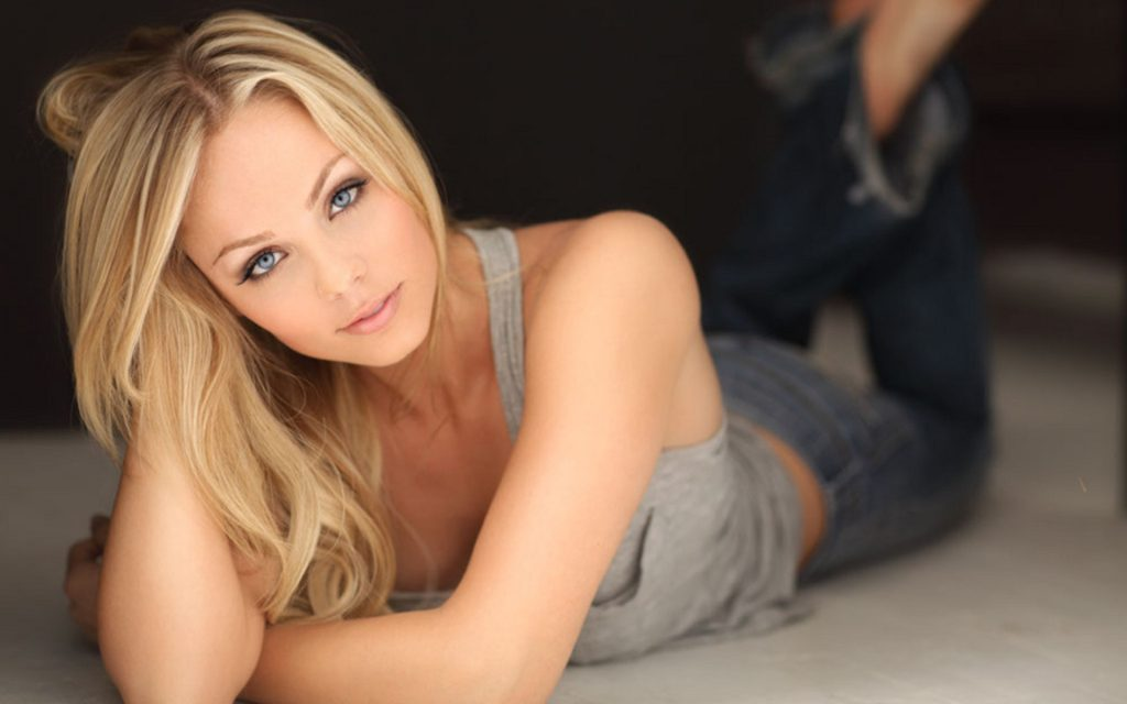 Laura Vandervoort Widescreen Wallpaper