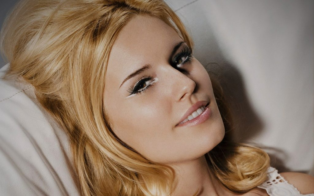 Maggie Grace Widescreen Wallpaper