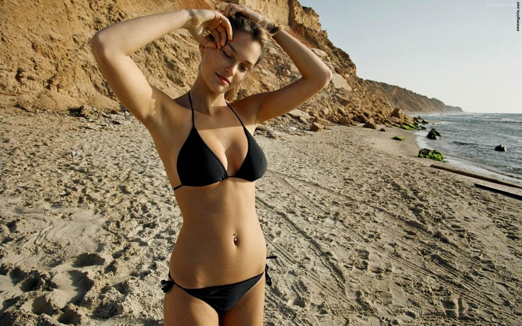 Bar Refaeli Widescreen Background