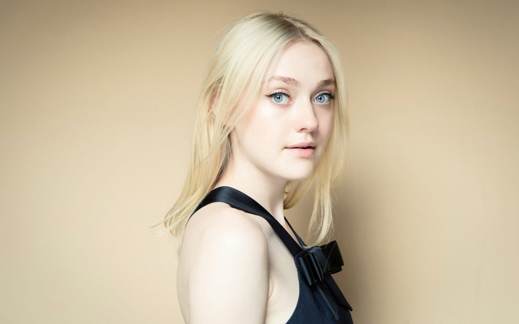 Dakota Fanning Widescreen Background