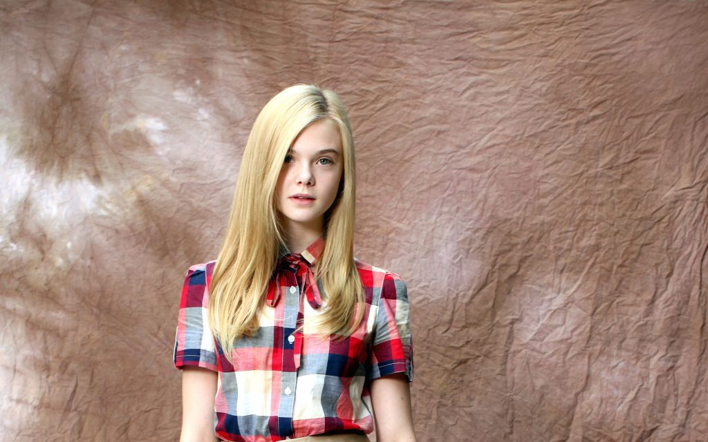 Elle Fanning HD Widescreen Wallpaper