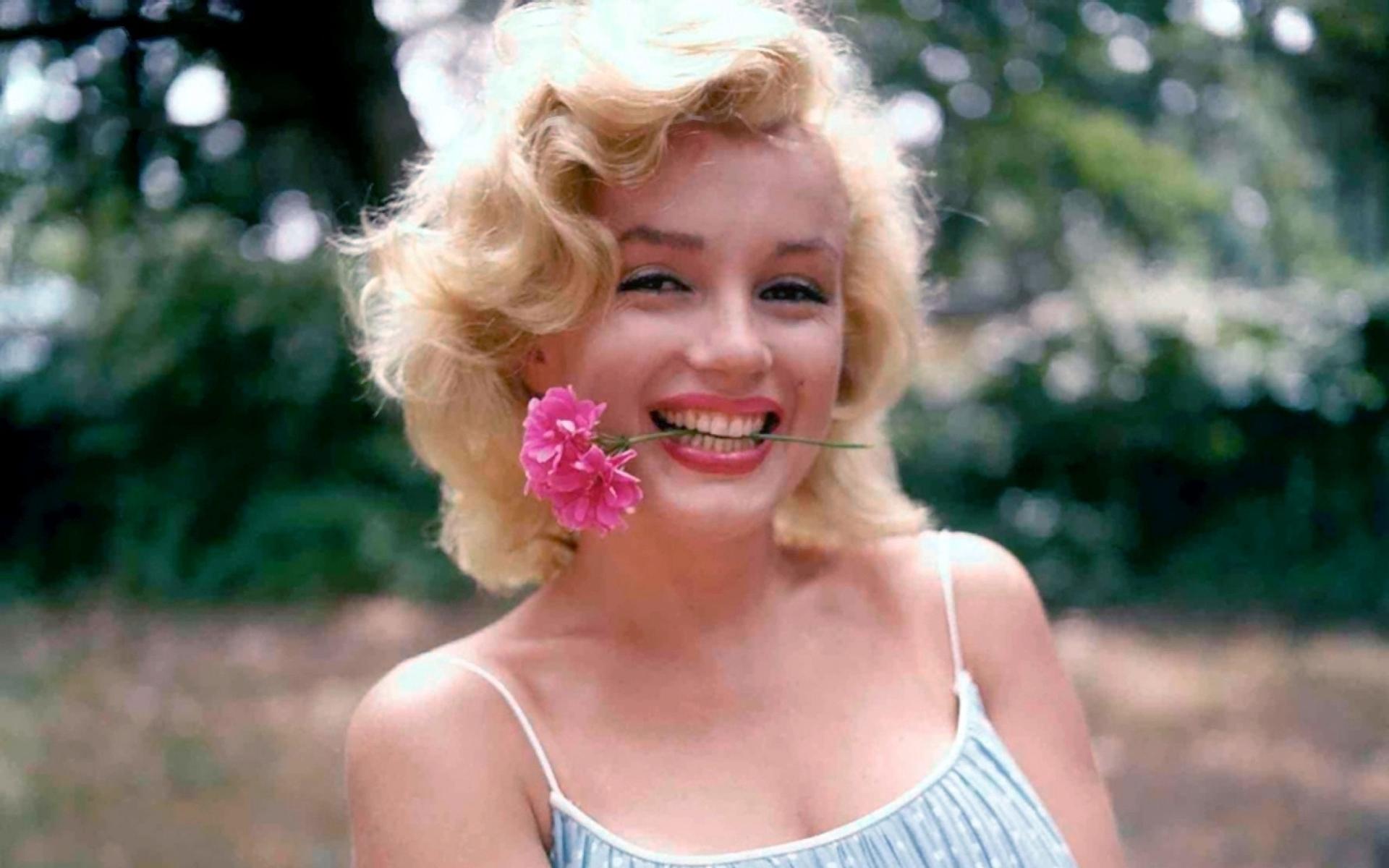 Marilyn Monroe HD Widescreen Wallpaper