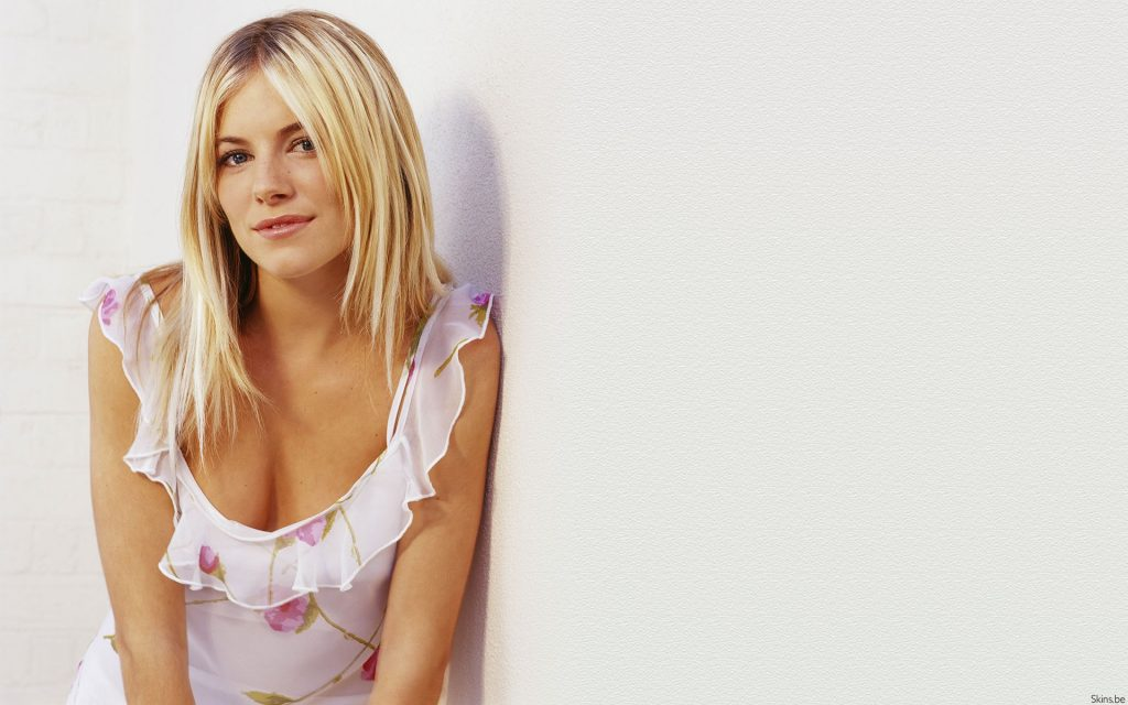 Sienna Miller Widescreen Background