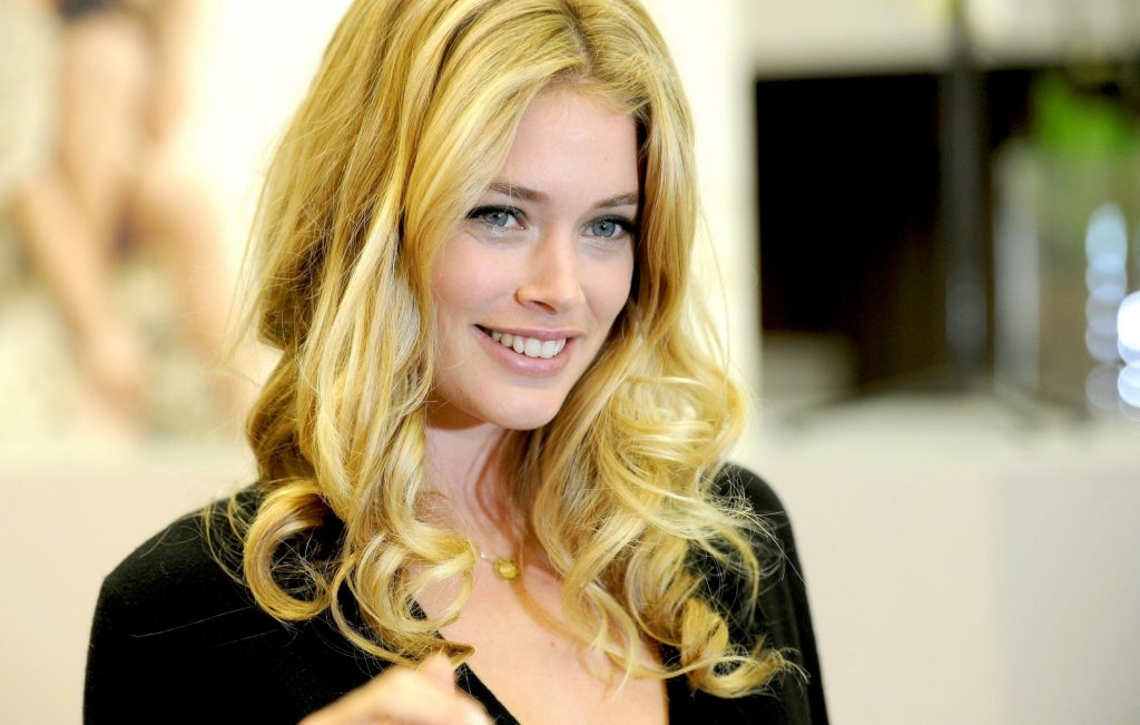 Doutzen Kroes Background