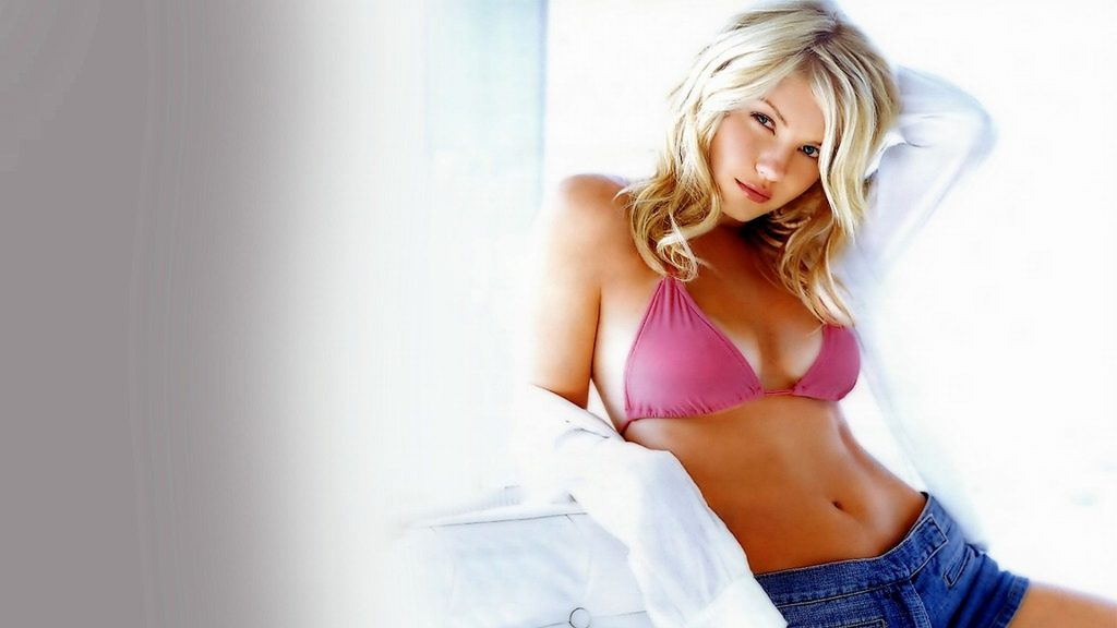 Elisha Cuthbert Full HD Background