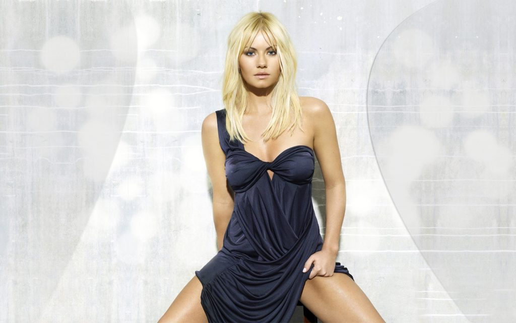 Elisha Cuthbert Widescreen Background
