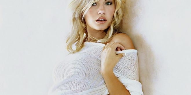 Elisha Cuthbert Backgrounds