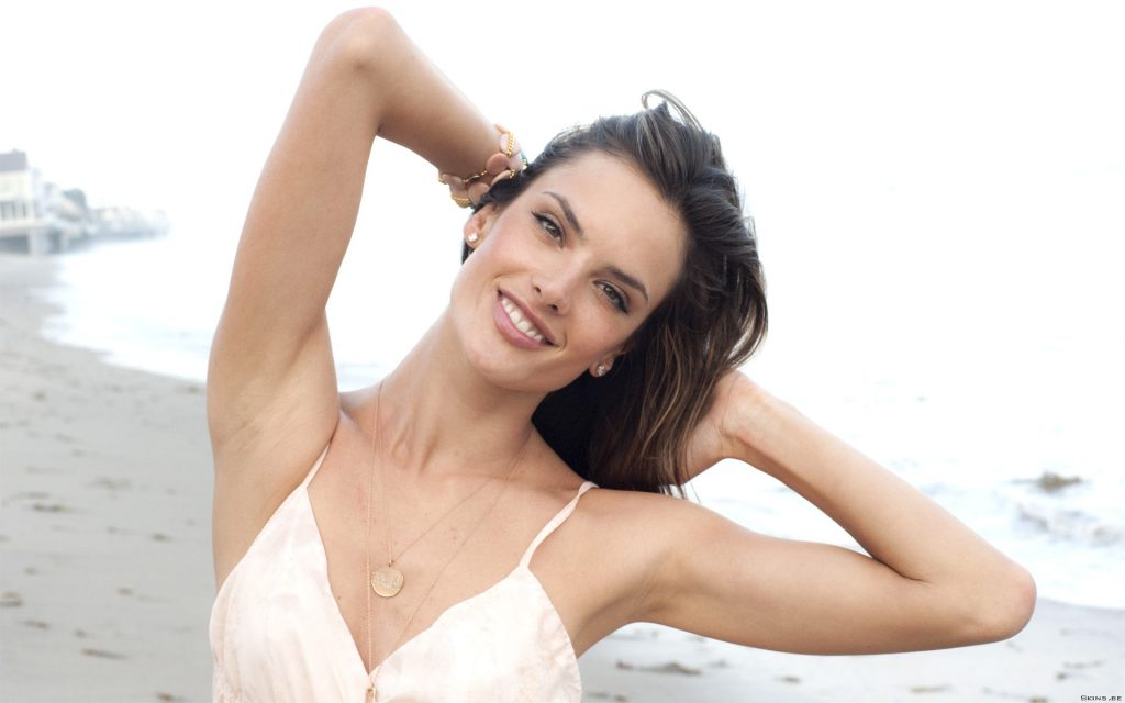 Alessandra Ambrosio Widescreen Background