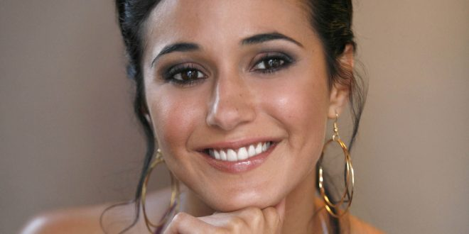 Emmanuelle Chriqui Backgrounds