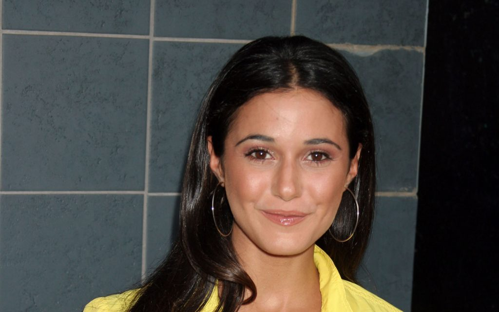 Emmanuelle Chriqui Widescreen Background