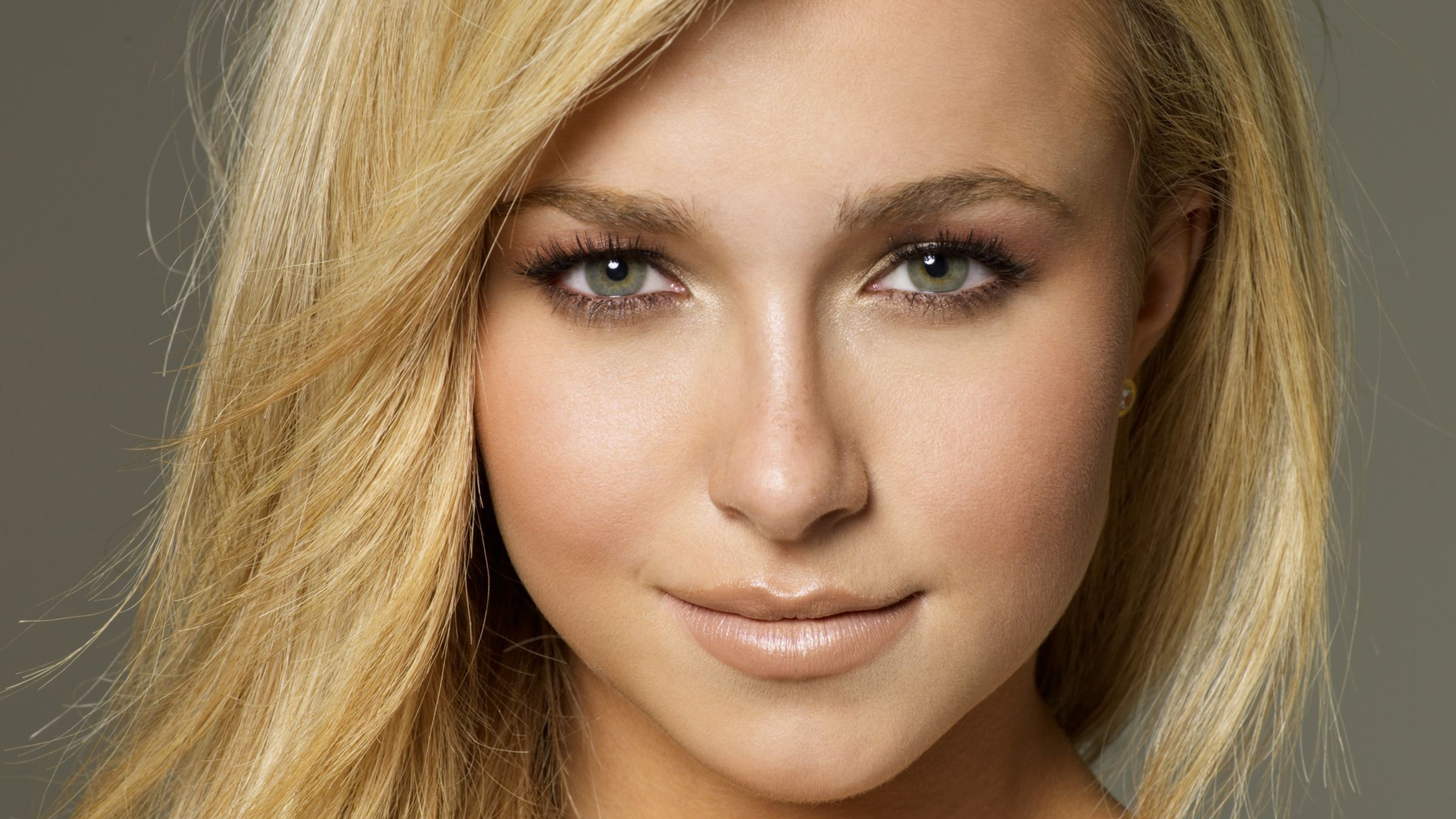 Hayden Panettiere Wallpapers Images Photos Pictures