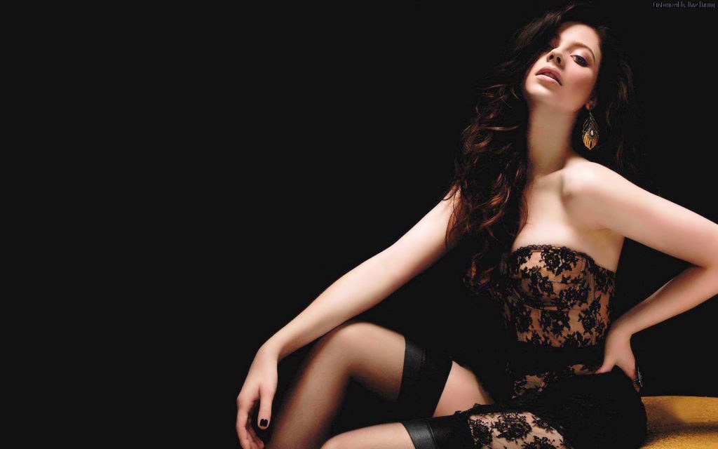 Michelle Trachtenberg Widescreen Wallpaper