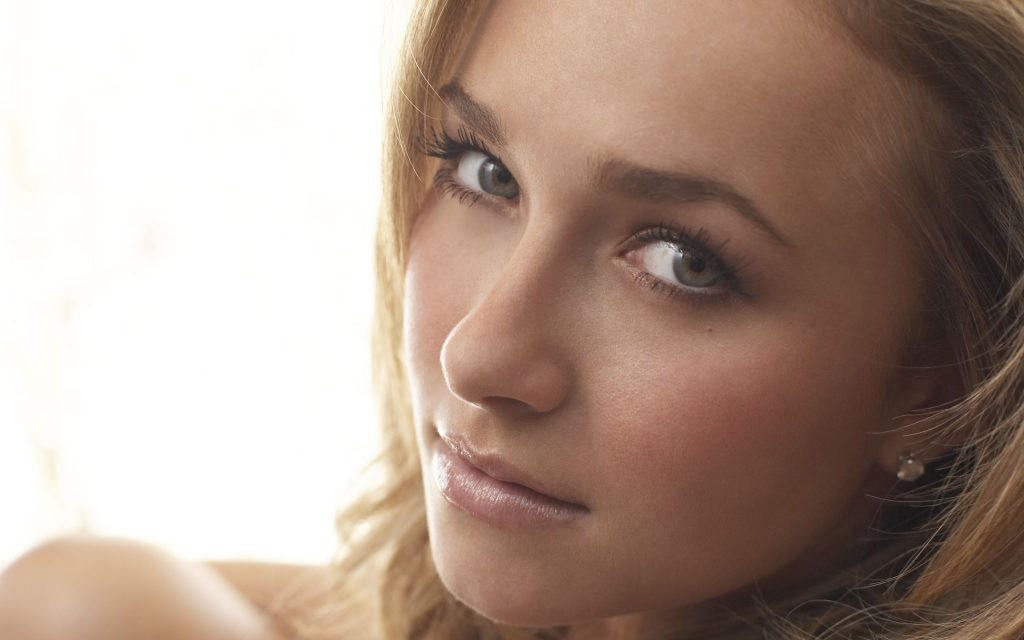 Hayden Panettiere HD Widescreen Wallpaper