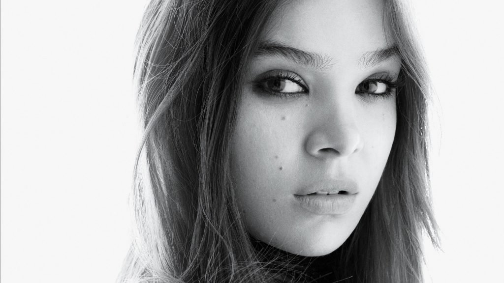 Hailee Steinfeld Quad HD Background